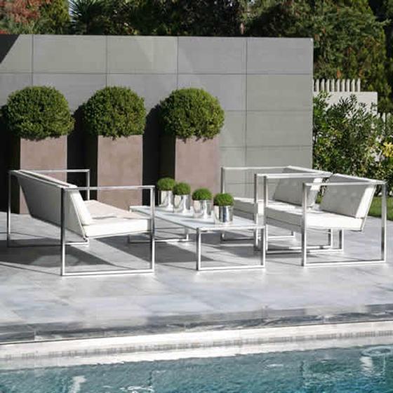 Мебель у бассейна